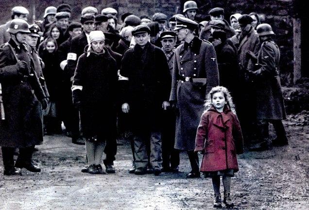 590630-A-Menina-do-casaco-vermelho-de-A-Lista-de-Schindler-2